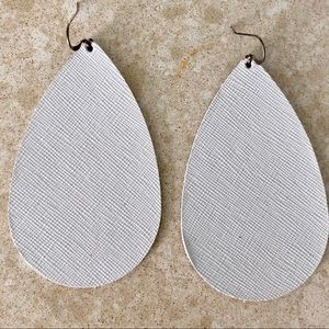 Jewelry - Nickel and suede leather earrings